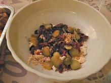 Tofu grattuggiato con olive nere, pomodorini secchi, cetriolini e curry
